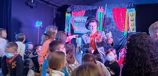 les enfants et le magicien